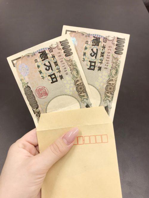 パパ活アプリでもらった封筒に2万円札