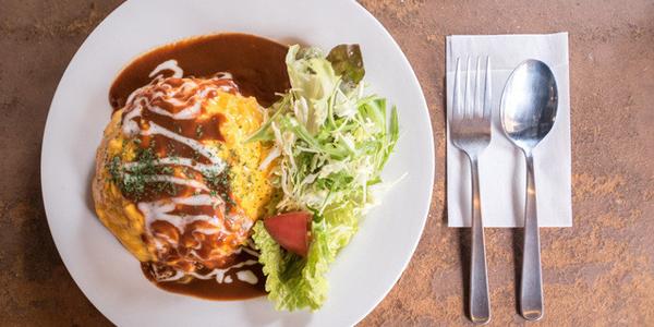 若鶏のチーズオムライス~デミグラスソース