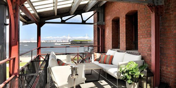 TUNE Balcony, Dining & Bar