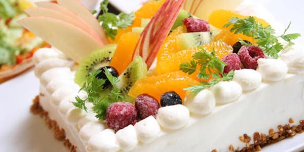 パティシエ特性デコレーションケーキ